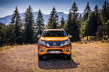 NISSAN NAVARA in Orange - Aussenansicht